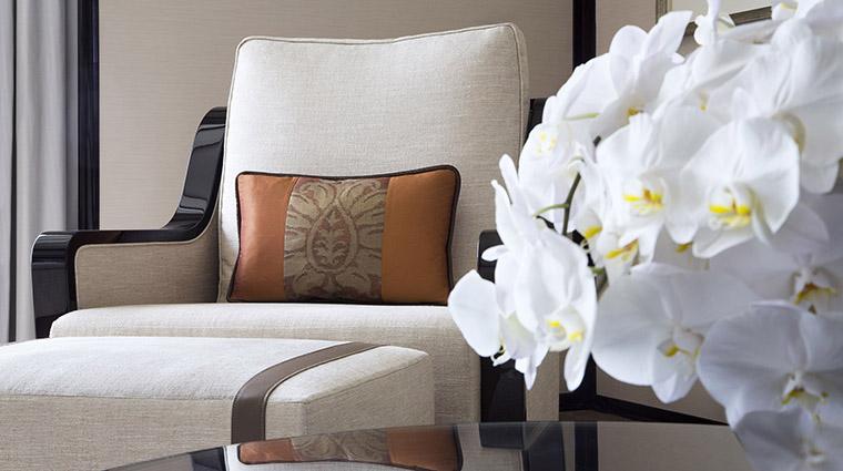 PropertyImage ThePeninsulaHongKong Hotel GuestroomSuite GrandDeluxeHarborViewSuite LivingRoomDetail CreditThePeninsulaHongKong VFMLeonardoInc