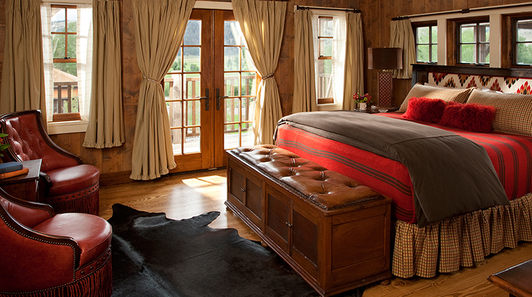 PropertyImage TheRanchatRockCreek 1 Hotel GuestroomSuites GraniteLodgeGuestroom CreditTheRanchatRockCreek