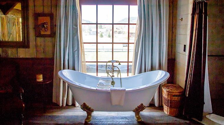 PropertyImage TheRanchatRockCreek 2 Hotel GuestroomSuites Bathroom CreditTheRanchatRockCreek