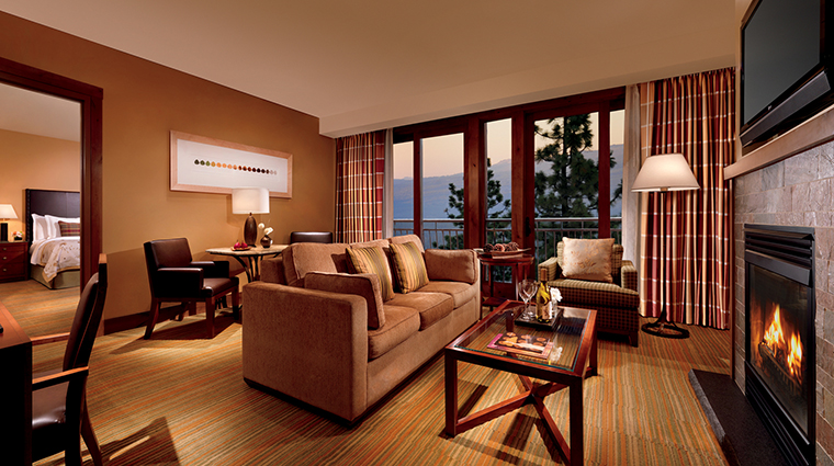 PropertyImage TheRitz CarltonLakeTahoe Hotel 3 GuestroomsandSuites Suite CreditRousePhotography