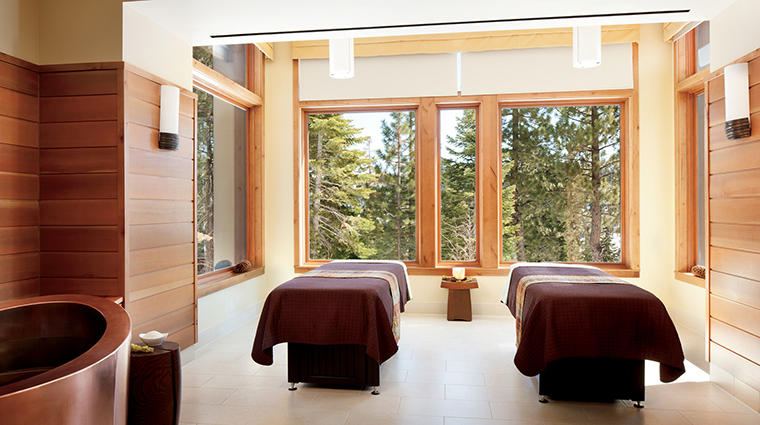 PropertyImage TheRitz CarltonSpaLakeTahoe Spa 1 Style TreatmentRoom CreditDonRiddle