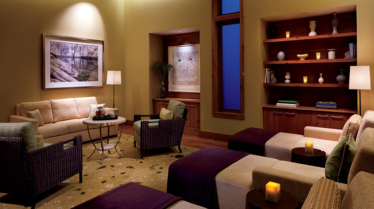 PropertyImage TheRitz CarltonSpaLakeTahoe Spa 3 Style RelaxationRoom CreditDonRiddle