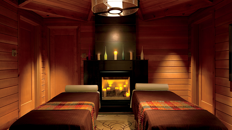 PropertyImage TheRitz CarltonSpaLakeTahoe Spa 5 Style TheCabinCouplesMassage CreditDonRiddle