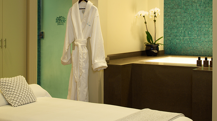 PropertyImage TheSpaatGlenmere Spa 8 TreatmentRoom CreditGlenmereMansion