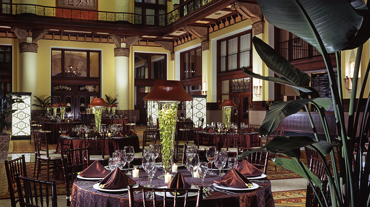 PropertyImage UnionStationHotel 10 Hotel PublicSpaces LobbySeating CreditUnionStationHotel