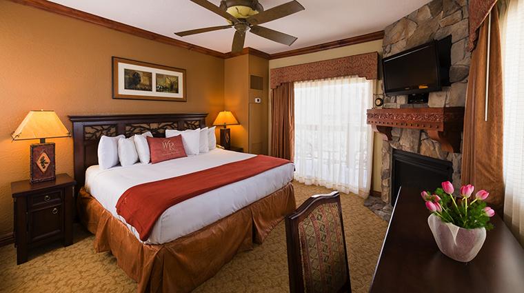 PropertyImage WestgateParkCityResortandSpa Hotel GuestroomSuites LuxuryOneBedroomVillaMasterBedroom CreditWestgateResorts