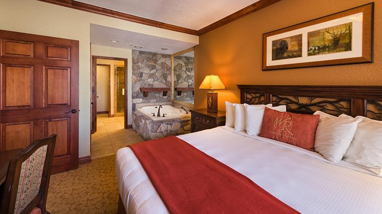 PropertyImage WestgateParkCityResortandSpa Hotel GuestroomSuites LuxuryTwoBedroomVillaMasterBedroom CreditWestgateResorts