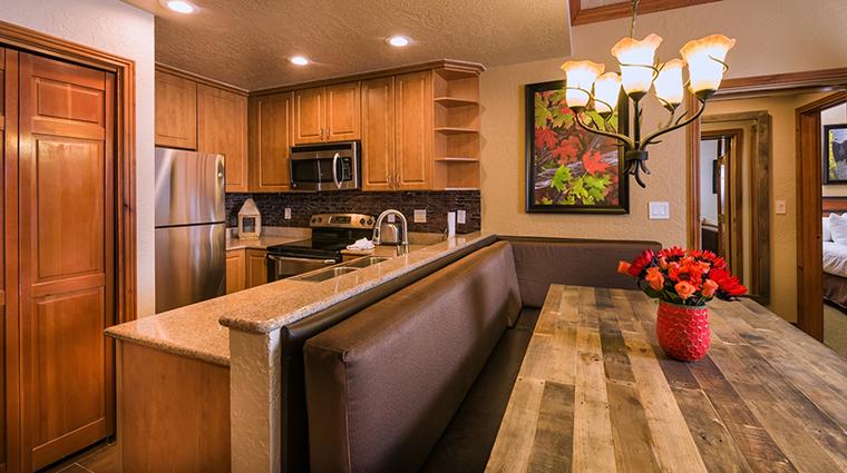 PropertyImage WestgateParkCityResortandSpa Hotel GuestroomSuites SignatureTwoBedroomVillaKitchen CreditWestgateResorts