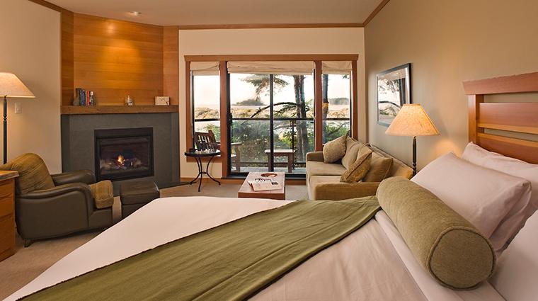 PropertyImage WickaninnishInnTofino Hotel GuestroomsandSuites 108DeluxeKingWestRoom Credit TheWickaninnishInn