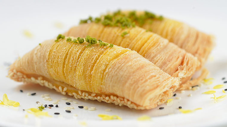 PropertyImage YanTohHeen 7 Restaurant Food BakedTurnipandSeafoodwithPortugueseSauceinPuffPastry CreditInterContinentalHongKong