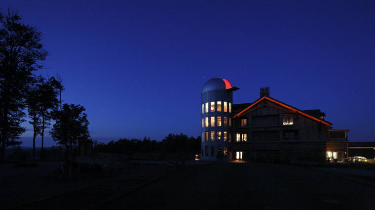 PropertyImageTheLodgeandCottagesatPrimland RaleighDurham Hotel Exterior TheObservatoryAtNight CreditPrimland