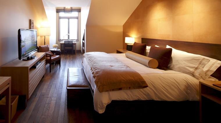 PropertyImageTheLodgeandCottagesatPrimland RaleighDurham Hotel GuestroomSuite MountainRoom CreditPrimland
