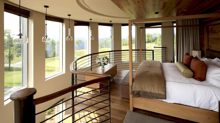PropertyImageTheLodgeandCottagesatPrimland RaleighDurham Hotel GuestroomSuite PinnaclesSuite Bedroom CreditPrimland