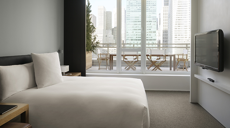 PropertyImage Andaz5thAvenue Hotel GuestroomSuite AndazLargeSuite Bedroom CreditHyattCorporation