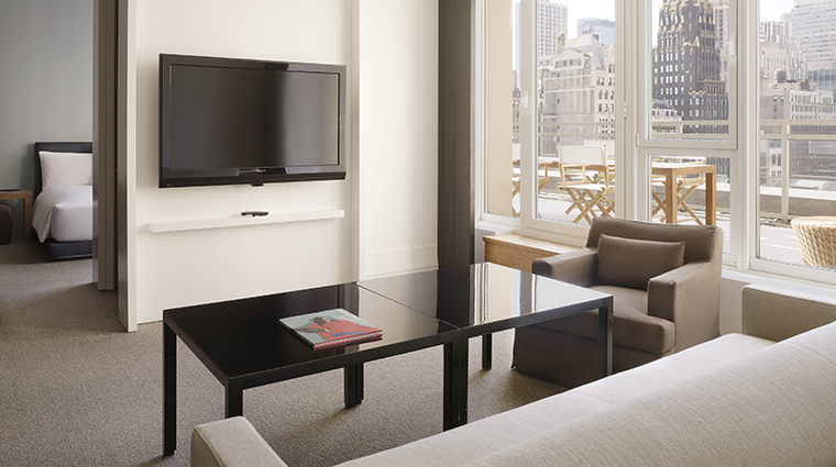 PropertyImage Andaz5thAvenue Hotel GuestroomSuite AndazLargeSuite LivingRoom CreditHyattCorporation