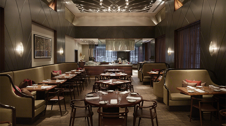 PropertyImage AndazWallStreet 4 Hotel Restaurant WallandWater DiningRoom 1 CreditHyattCorporation