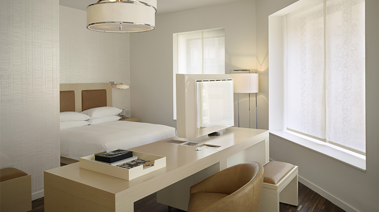 PropertyImage AndazWallStreet 7 Hotel GuestroomSuite AndazSuite CornerRoom Bedroom CreditHyattCorporation