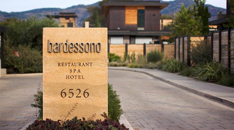 PropertyImage BardessonoHotelandSpa Hotel Exterior Entrance CreditBardessonoHotelandSpa