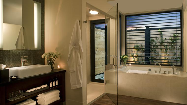 PropertyImage BardessonoHotelandSpa Hotel GuestroomSuite TufaSuite Bathroom CreditBardessonoHotelandSpa