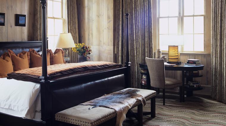 PropertyImage BlackberryFarm Hotel GuestroomSuite KingBed CreditBlackerryFarm