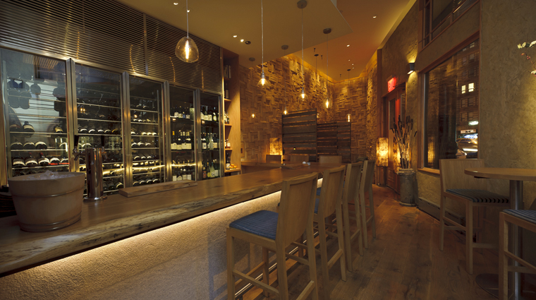 PropertyImage Brushstroke NewYork Restaurant Style Interior Bar 3 CreditTheFiveStarTravelCorporation