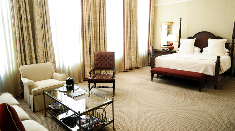 PropertyImage CapitalHotel Hotel GuestroomSuite CapitalKingGuestRoom CreditCapitalHotel