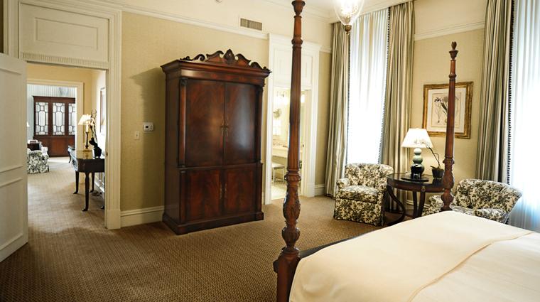 PropertyImage CapitalHotel Hotel GuestroomSuite GrandSuiteBedroom CreditCapitalHotel