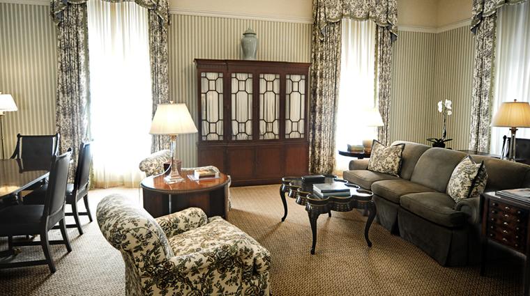 PropertyImage CapitalHotel Hotel GuestroomSuite GrandSuiteLivingRoom CreditCapitalHotel