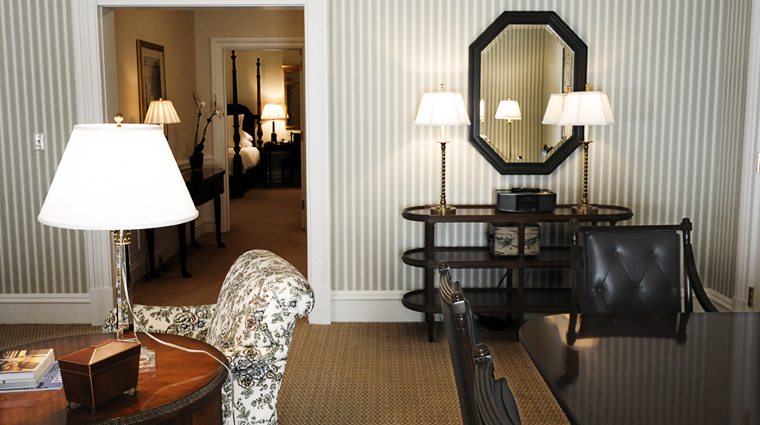 PropertyImage CapitalHotel Hotel GuestroomSuite SuiteLivingRoom CreditCapitalHotel