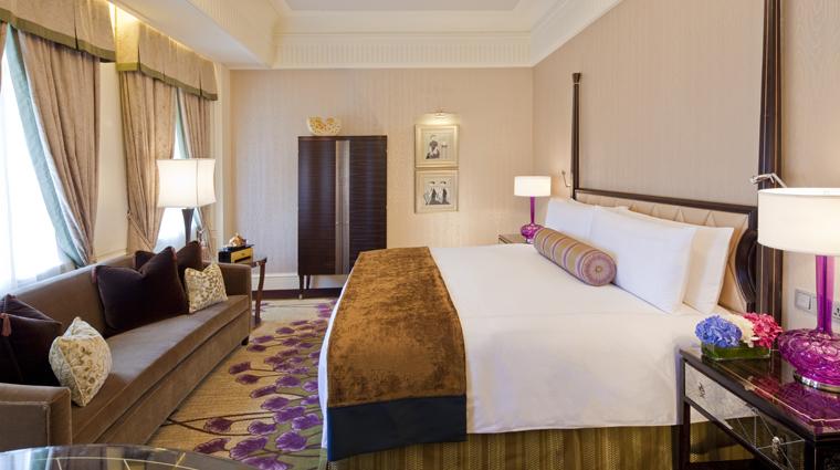 PropertyImage FairmontPeaceHotel Shanghai Hotel Guestrooms DeluxeKingRoom CreditFairmontPeaceHotelVFMLeonardoInc