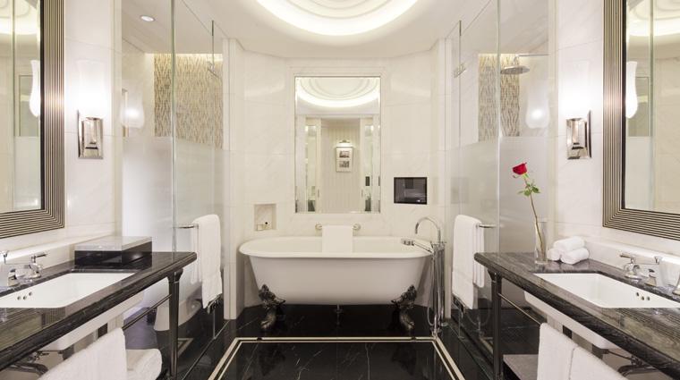 PropertyImage FairmontPeaceHotel Shanghai Hotel Guestrooms Guestroom Bathroom CreditFairmontPeaceHotelVFMLeonardoInc