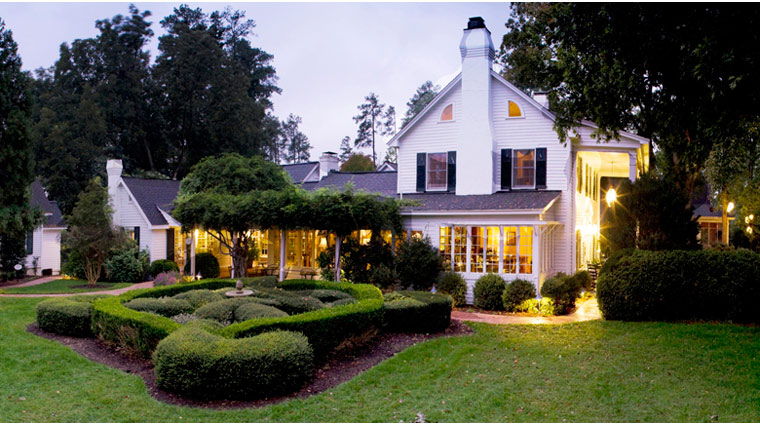 PropertyImage FearringtonInn NorthCarolina Hotel Exterior FearringtonHouseRestaurant 1 CreditFitchCreations