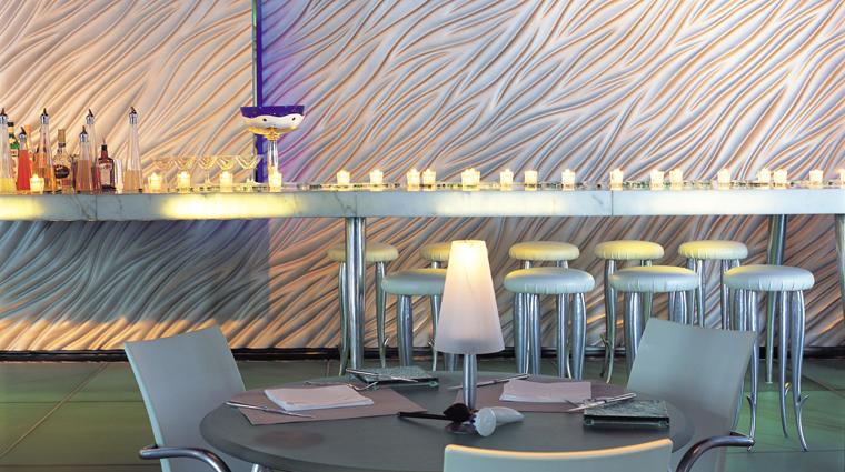 PropertyImage Felix Restaurant Interior Bar CreditThePeninsulaHongKong VFMLeonardoInc