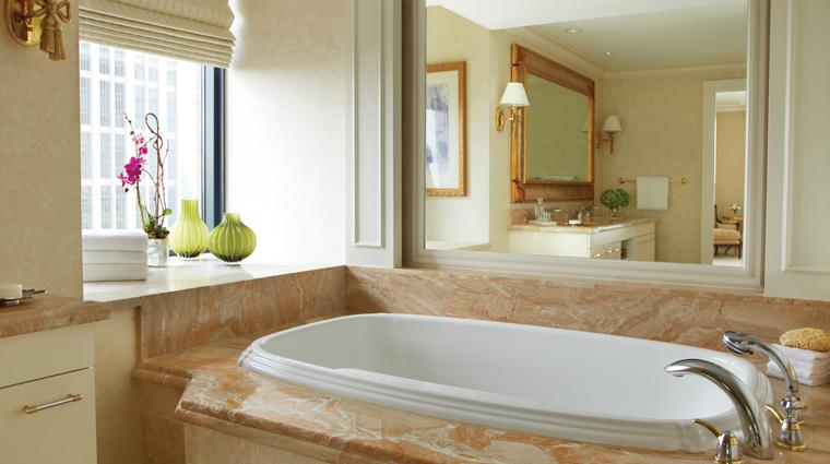 PropertyImage FourSeasonsHotelAtlanta Hotel GuestroomSuite LuxurySuite Bathroom CreditFourSeasons