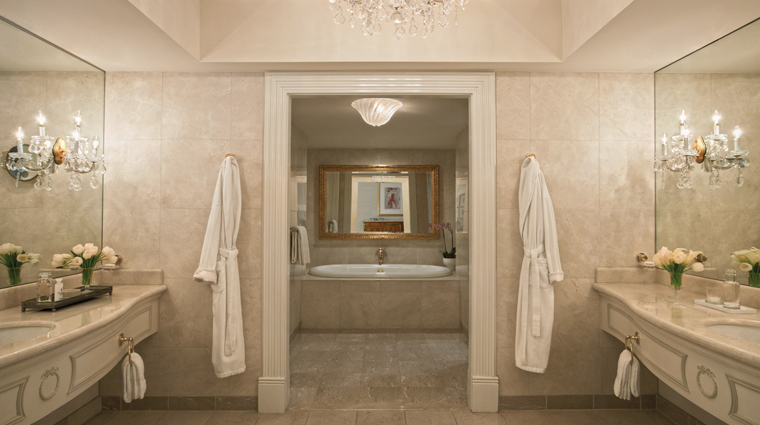 PropertyImage FourSeasonsHotelAtlanta Hotel GuestroomSuite PresidentialSuite Bathroom CreditFourSeasons