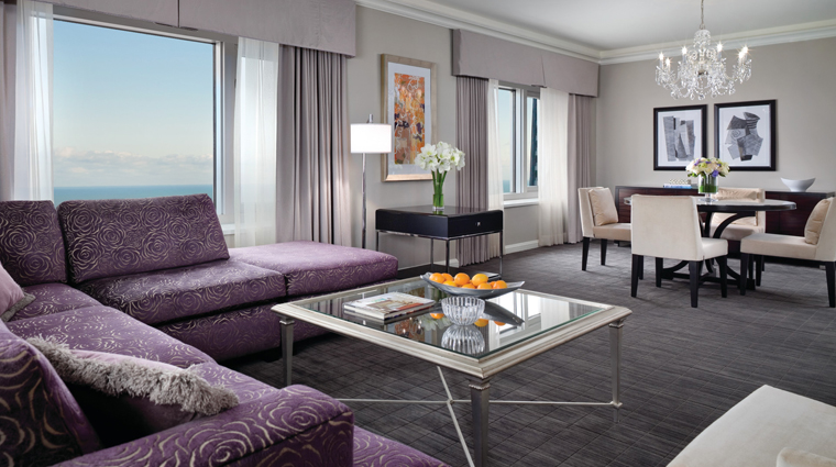 PropertyImage FourSeasonsHotelChicago Chicago Hotel GuestroomSuite DlxOneBedroomSte CreditFourSeasons