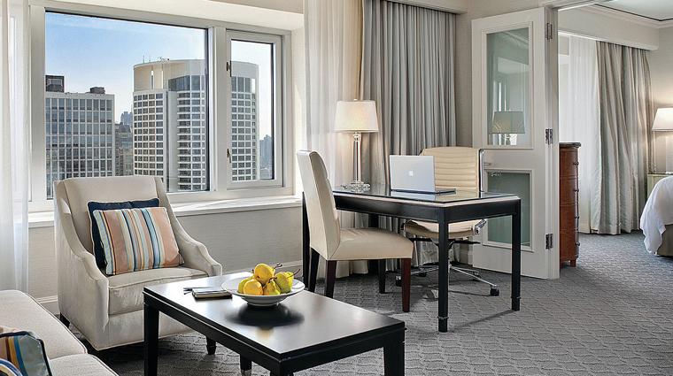 PropertyImage FourSeasonsHotelChicago Hotel GuestroomSuite CityViewExecutiveSuite CreditFourSeasons