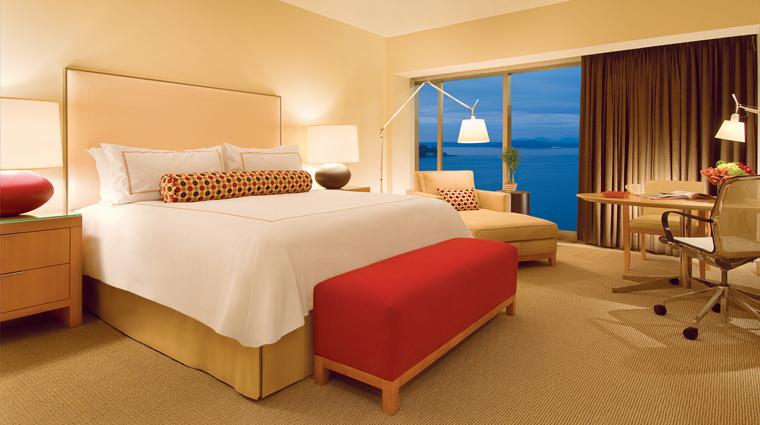 PropertyImage FourSeasonsHotelSeattle Hotel GuestroomSuite DeluxeBayViewRoom CreditFourSeasons