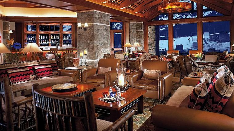 PropertyImage FourSeasonsResortJacksonHole Hotel BarLounge LobbyLounge CreditFourSeasons