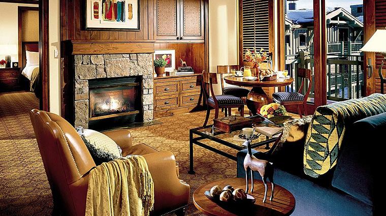 PropertyImage FourSeasonsResortJacksonHole Hotel GuestroomsandSuites PremiumOneBedroomSuite CreditFourSeasons
