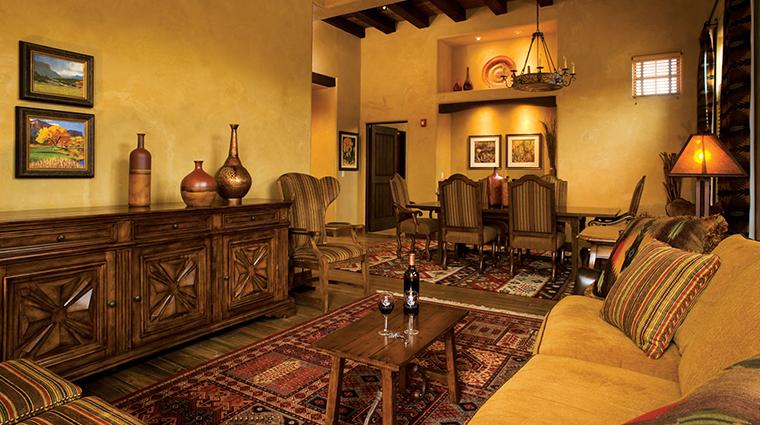 PropertyImage GatewayCanyonsResort Hotel GuestroomsandSuites GrandKivaSignatureSuite CreditNobleHouseHotelsandResorts