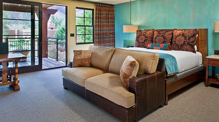PropertyImage GatewayCanyonsResort Hotel GuestroomsandSuites KayentaLodge DeluxeRoom CreditNobleHouseHotelsandResorts