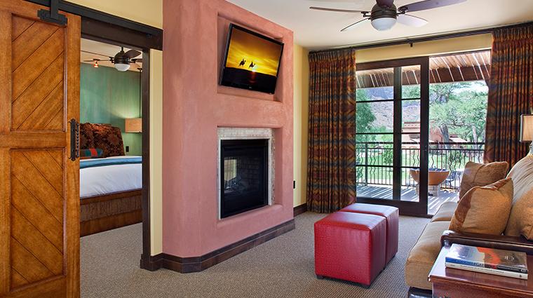 PropertyImage GatewayCanyonsResort Hotel GuestroomsandSuites KayentaLodge PremiumRoom 1 CreditNobleHouseHotelsandResorts