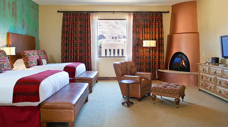 PropertyImage GatewayCanyonsResort Hotel GuestroomsandSuites KivaLodge DoubleQueenPremiumRoom CreditNobleHouseHotelsandResorts