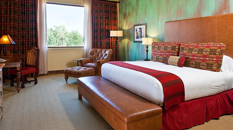 PropertyImage GatewayCanyonsResort Hotel GuestroomsandSuites KivaLodge KingDeluxeRoom CreditNobleHouseHotelsandResorts