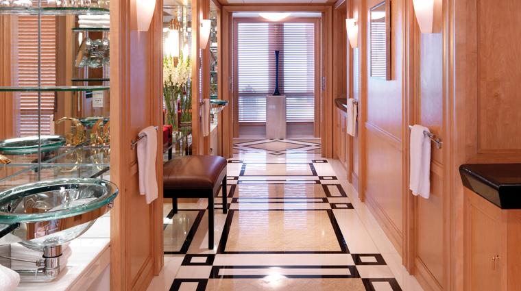 PropertyImage GrandHyattShanghai Shanghai Hotel GuestroomSuite ChairmanSuite Bathroom CreditHyattCorporation