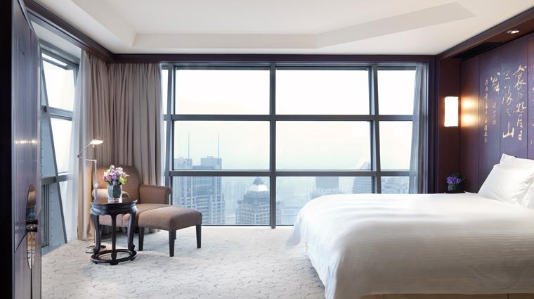 PropertyImage GrandHyattShanghai Shanghai Hotel GuestroomSuite GandSuiteViewKing Bedroom CreditHyattCorporation