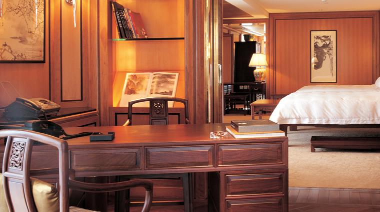 PropertyImage GrandHyattShanghai Shanghai Hotel GuestroomSuite PresidentialSuite Desk CreditHyattCorporation