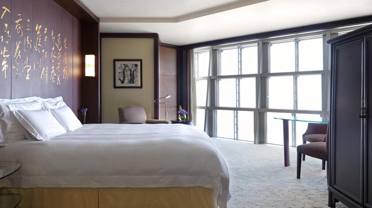 PropertyImage GrandHyattShanghai Shanghai Hotel GuestroomSuite RiverViewKing Bedroom CreditHyattCorporation