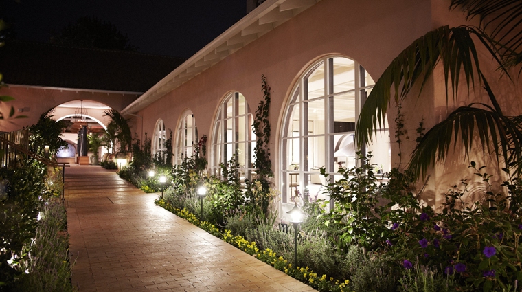 PropertyImage HotelBelAir LosAngeles Hotel Exterior LobbyByNight CreditDorchesterCollection